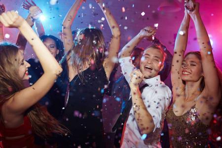 """<h5><strong><span style=""""color: #c6a664;"""">AGENZIE PARTY</span></strong></h5>Divertimento assicurato con le agenzie party , si occuperanno della tua mega festa facendo divertire te la tua compagnia con i servizi di :  Chef, Catering, Wedding Planner, Animatori, Maghi, Illusionisti, Intrattenitori, Clown, Stuntman, Parchi Gioco <strong><span style=""""color: #c6a664;"""">Scopri Tutto»</span></strong>"""